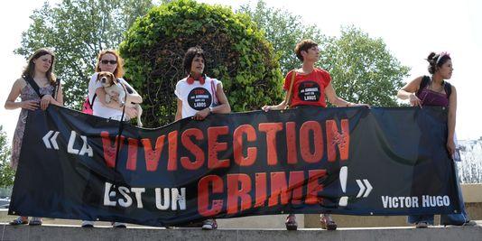 1512206_3_5e7b_les-manifestants-se-sont-reunis-devant-l-hotel